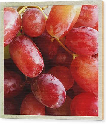 Grapes Wood Print by Les Cunliffe