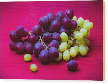 Grapes White And Red Wood Print by Alexander Senin