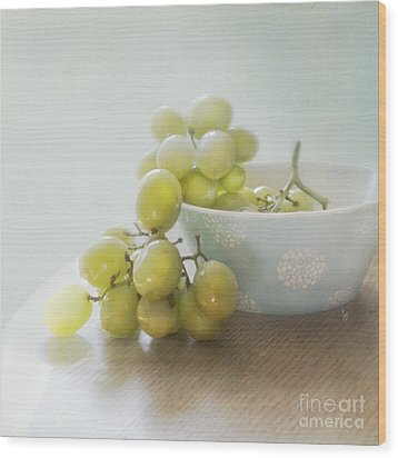 Green Grapes Wood Print by Cindy Garber Iverson