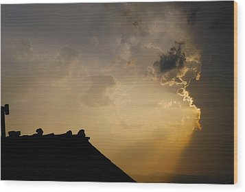 Grey Sunset Over Rooftop Wood Print