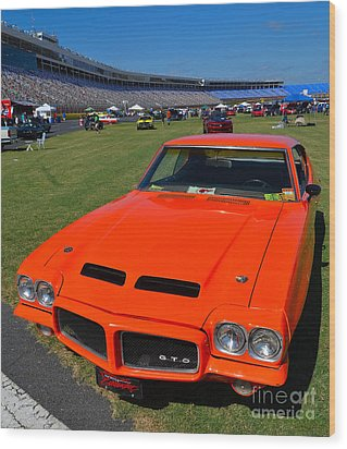 Gto At The Racetrack Wood Print by Mark Spearman