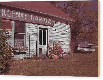 Wood Print featuring the photograph Gus Klenke Garage by Chuck De La Rosa