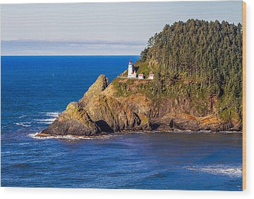 Haceta Head Lighthouse Wood Print by Dennis Bucklin
