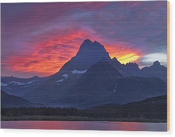 Halo On The Mountain Wood Print by Andrew Soundarajan