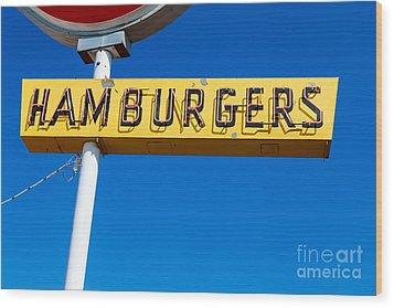 Hamburgers Old Neon Sign Wood Print by Edward Fielding