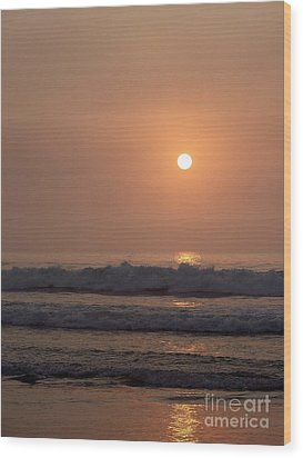 Hampton Beach In Morning Fog Wood Print by Eunice Miller