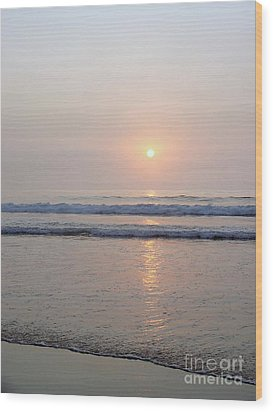 Hampton Beach Waves And Sunrise Wood Print by Eunice Miller