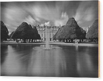 Hampton Court Palace Wood Print by Maj Seda