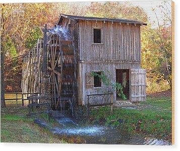 Hardy Mill In Autumn Wood Print by Ed Cooper