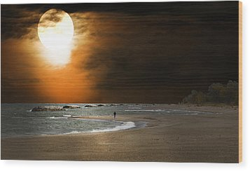 Harvest Moon On The Beach Wood Print