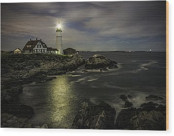 Head Light By Night Wood Print