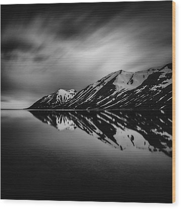 Wood Print featuring the photograph Hedinsfjordur by Frodi Brinks