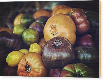 Heirloom Tomatoes At The Farmers Market Wood Print by Scott Norris