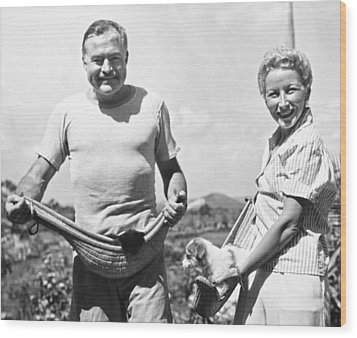 Hemingway, Wife And Pets Wood Print by Underwood Archives