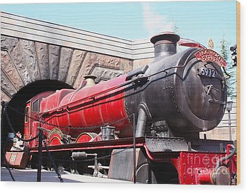 Hogwarts Express In Color 1 Wood Print