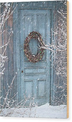 Barn Door And Holiday Wreath/digital Painting Wood Print by Sandra Cunningham