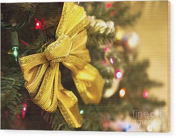 Holiday Bow Wood Print by Thanh Tran
