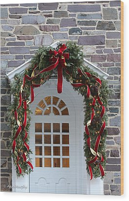 Wood Print featuring the photograph Holiday Door Wreath by Ann Murphy