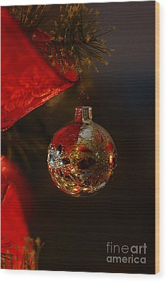 Holiday Season Wood Print by Linda Shafer