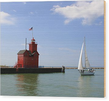 Holland Harbor Lighthouse With Sailboat Wood Print