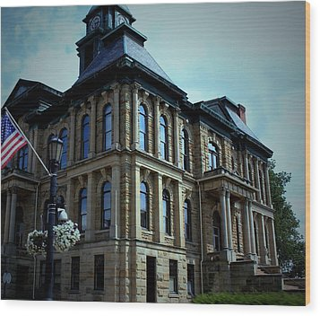 Holmes County Ohio Courthouse Wood Print