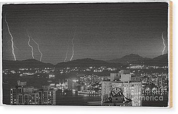 Hong Kong 1987 Wood Print by Bob Hislop