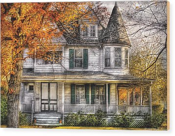 House - Classic Victorian Wood Print by Mike Savad