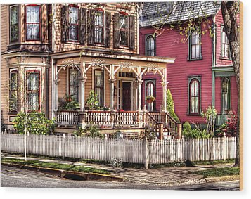 House - Country Victorian Wood Print by Mike Savad