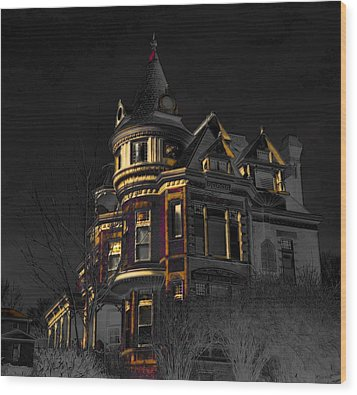 House On The Hill Wood Print by Liane Wright