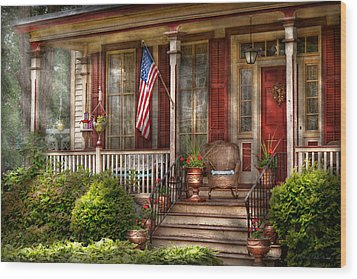 House - Porch - Belvidere Nj - A Classic American Home  Wood Print by Mike Savad