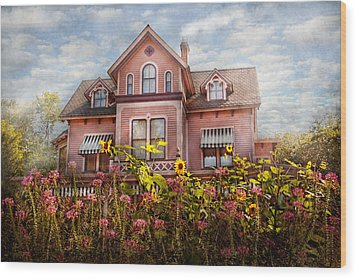 House - Victorian - Summer Cottage  Wood Print by Mike Savad