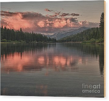 Hume Lake Sunset Wood Print by Terry Garvin