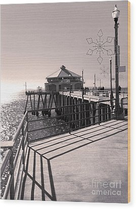 Huntington Beach Pier - Rubys Diner Wood Print by Gregory Dyer