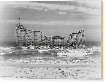 Hurricane Sandy Jetstar Roller Coaster Black And White Wood Print by Jessica Cirz