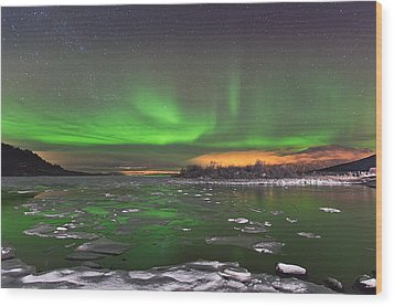 Ice And Auroras Wood Print by Frank Olsen