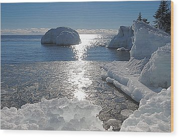 Ice Cold Day On Lake Superior Wood Print by Sandra Updyke