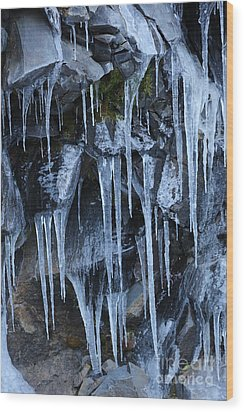 Icycles On Cliff Wood Print by Carol Groenen
