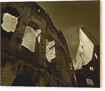 Wood Print featuring the photograph Il Colosseo by Micki Findlay