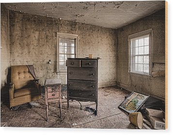 Inside Abandoned House Photos - Old Room - Life Long Gone Wood Print by Gary Heller