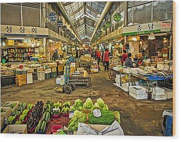 Inside The Gyeongdong Market At Seoul Wood Print by Tony Crehan