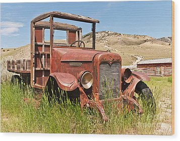 Wood Print featuring the photograph International Truck by Sue Smith