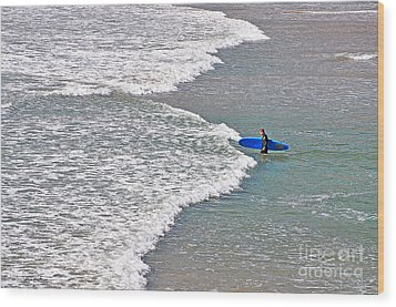 Into The Surf Wood Print by Susan Wiedmann