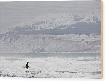 Into The Winter Surf Wood Print by Tim Grams
