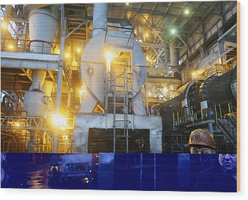 Iron Ore Processing Wood Print by Science Photo Library