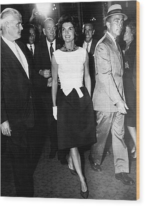 Jacqueline Kennedy Doesn't Need A Red Carpet Wood Print by Retro Images Archive