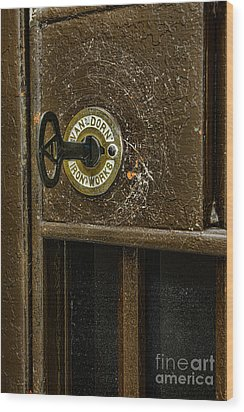 Jail Cell Door Lock  And Key Close Up Wood Print by Paul Ward