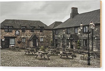 Jamaica Inn. Wood Print by Linsey Williams