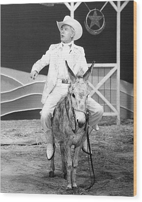 Johnny Carson In The Tonight Show Starring Johnny Carson  Wood Print by Silver Screen
