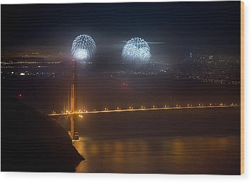 July Fourth Over The Bay Wood Print by Daniel Furon