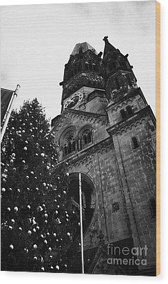 Kaiser Wilhelm Gedachtniskirche Memorial Church And Christmas Tree Berlin Germany Wood Print by Joe Fox